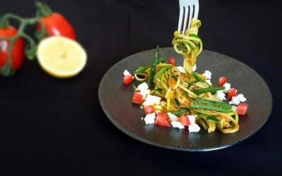 Zucchini Pasta mit Tomaten Sauce